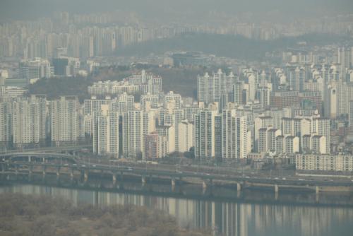 서울 영등포구 63스퀘어에서 바라본 서울 시내 아파트 단지./연합뉴스