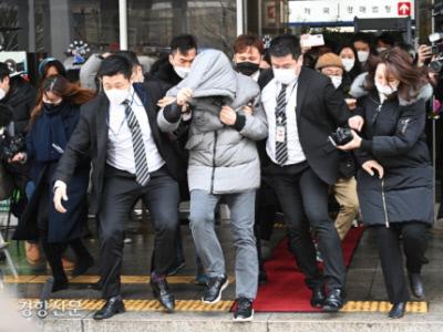 서울 양천구 아동학대 사건 피의자로 불구속 기소된 정인이 양부가 지난 1월13일 서울남부지법에서 열린 재판에 참석한 뒤 법원을 나서고 있다. 이준헌 기자