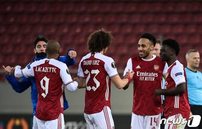 아스널이 극적 골로 벤피카를 꺾고 유로파리그 16강에 올랐다. © AFP=뉴스1