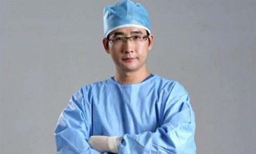 현직 성형외과 전문의 이주혁씨. 페이스북 갈무리