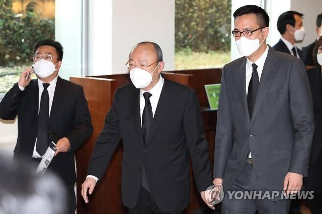 김승연 한화그룹 회장과 삼남 김동선 한화에너지 상무보 [연합뉴스 자료사진·사진공동취재단]