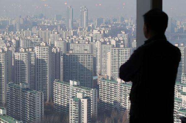 집값 상승 속 정책 모기지 '보금자리론' 요건을 완화해야 한다는 주장이 꾸준히 제기되는 가운데 이에 대한 찬반이 분분하다.ⓒ데일리안