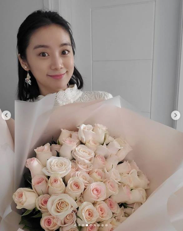 Hyeolim wrote on his Instagram account on Wednesday: Brie Mine. Thats cut.Thank yous Its so good to have flowers in a long time, he said, tagging Husband Shin Min-chul.The photo shows Hyeolim impressed by Shin Min-chuls large bouquet of flowers that he Gifted for his wife.Hyeolim shared her gratitude and impression for Husband Shin Min-chul with a lovely smile.Meanwhile, Wu Hyeolim married Taekwondo player Shin Min-chul on July 5 last year.
