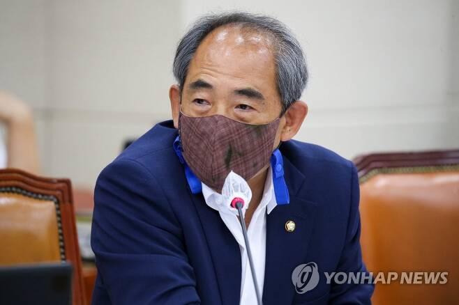 질의하는 윤준병 의원 [연합뉴스 자료사진]