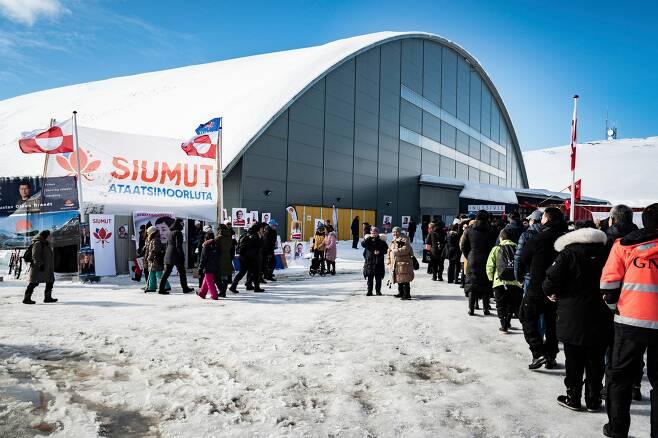 북극에 가까운 혹한 지대인 덴마크령 그린란드에서 6일(현지 시각) 치러진 총선. /AP 연합뉴스