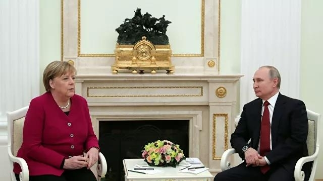 푸틴 대통령(오른쪽)과 메르켈 총리 [리아노보스티=연합뉴스 자료사진]