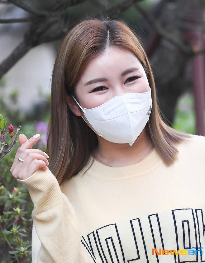 송가인, 꽃하트 만발~