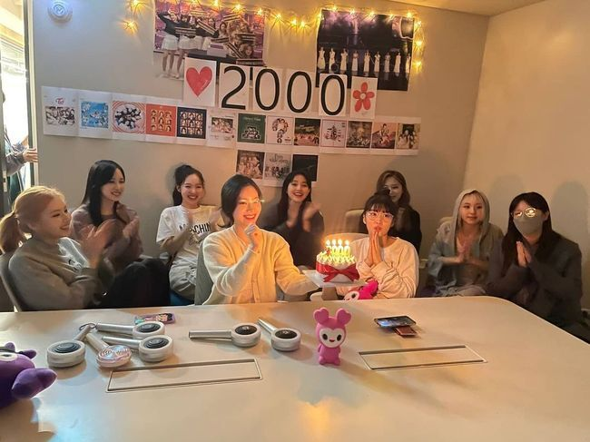 Group TWICE has celebrated its 2000 debut.TWICE posted several photos on the official SNS on the 11th, along with the article Thank you for celebrating 2000 days.In the public photos, members gather to draw candles of cakes, and members take self-portraits with cheering sticks.TWICE added warmth to the debut and to the unwavering beauty and teamwork.TWICE has become a K Pop representative girl group with 14 consecutive hits until I CANT STOP ME released last year after debuting with the title song OOH-AHH Hah Hah (elegantly) of its first mini album in 2015.Meanwhile, TWICE will release its 8th Japanese single Kura Kura (Kura Kura) on May 12th.[Photo] SNSCopyright c Koreas Best Sports Entertainment Professional Media (www. osen.co. kr)