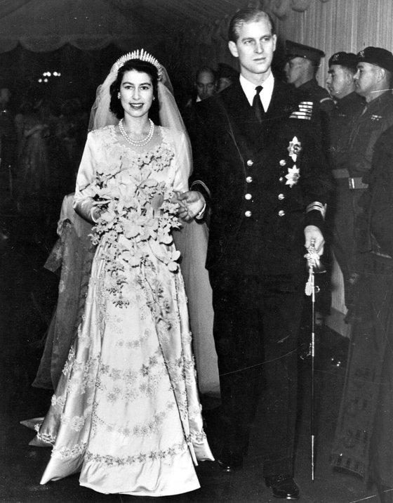 1947년 11월 20일 엘리자베스 2세 여왕과 필립 공의 결혼식 장면. 두 사람은 74년간을 함께했다. [AP=연합뉴스]