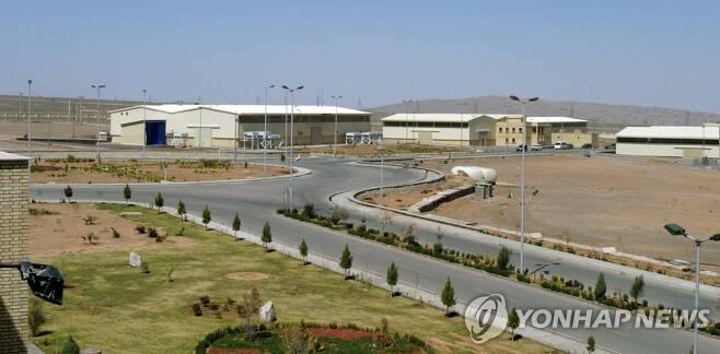 (나탄즈 로이터=연합뉴스) 이란 수도 테헤란에서 남쪽으로 약 250km 떨어진 나탄즈에 있는 우라늄 농축시설의 지난 2005년 3월 모습.  leekm@yna.co.kr