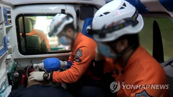 구급대원 [연합뉴스TV 제공. 재판매 및 DB 금지]