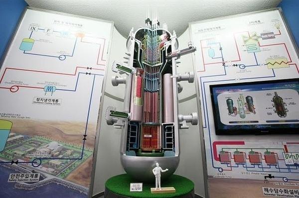한국원자력연구원이 개발한 330MW급 다목적 일체형 원자로 SMART / 한국원자력연구원