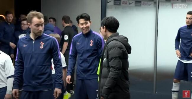 2019-20시즌에 만난 손흥민과 미나미노의 모습(사진=리버풀 유튜브)