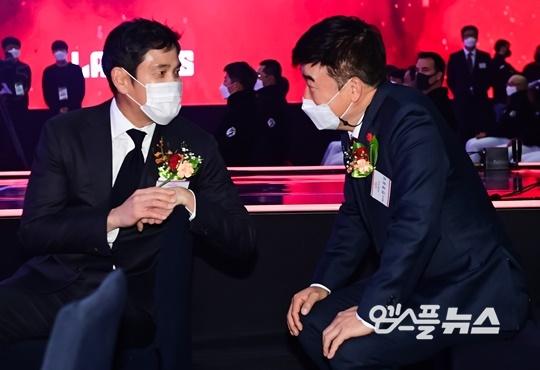 정용진 구단주와 민경삼 SSG 랜더스 대표이사(사진=엠스플뉴스)