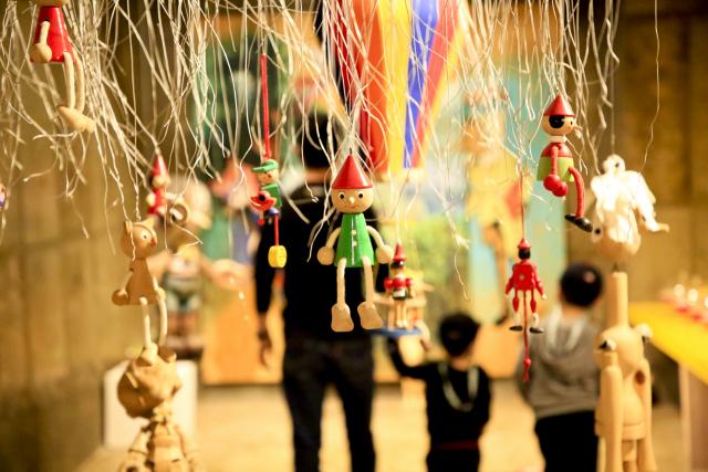 피노키오 전시관은 어린이 관람객들을 위한 공간이다. 나무로 만든 대형 조각품부터 작은 미니어처 조각품까지 다양한 피노키오 작품을 만나볼 수 있다.