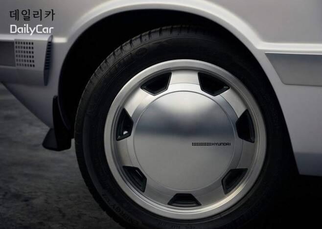 포니 콘셉트 (포니의 휠을 모티브로 한 알루미늄 휠) </figcation>