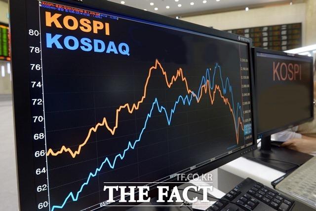 14일 금융감독원에 따르면 지난 4월 외국인은 국내 주식시장에서 6720억 원을 순매수했다. /더팩트 DB