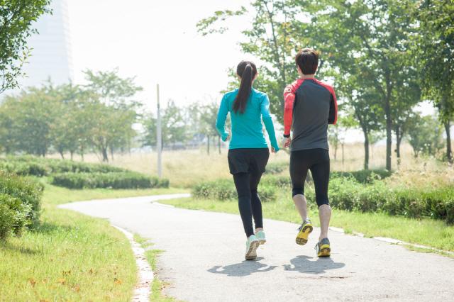 주말에 몰아서 운동하는 것도 효과가 있다는 연구 결과가 있다./사진=클립아트코리아