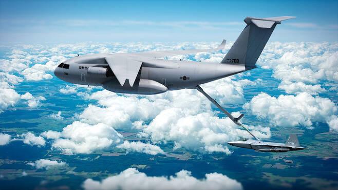 국산 수송기를 플랫폼으로 한 공중급유기가 KF-21 전투기에 공중급유를 하고 있는 상황을 그린 상상도 모습. KAI 제공