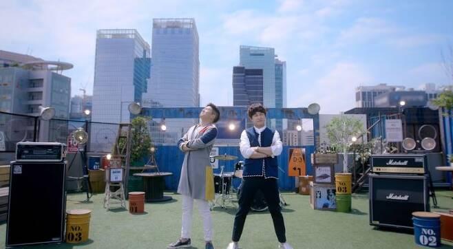 출처: 홍차 '힘내쏭' MV 캡처