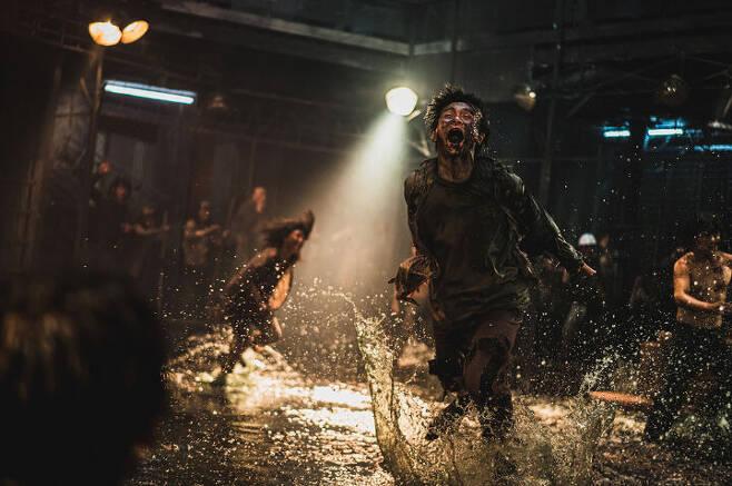출처: 영화 <반도> ⓒ (주)NEW