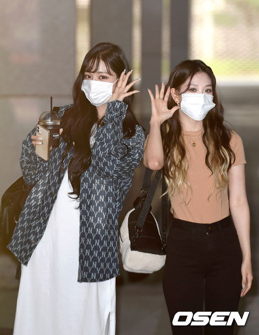 On the morning of the 26th, a pre-recording of Show Champion was held at MBC Dream Center in Ilsan, Goyang City, Gyonggi Province.Groups Fromis 9 Lee Chae-young and Lee Seo-yeon pose for the reporters.Copyright c Koreas Best Sports Entertainment Professional Media (www. osen.co. kr)