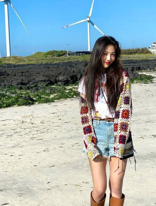 Group Red Velvet Joy reveals recent statusJoy posted several photos on his Instagram on the 5th.Inside the picture was a picture of Joy smiling brightly against the backdrop of blue Sky, with long straight hair and a loving digestion of casual styling.Joys bright beauty in particular is admirable.Meanwhile, Joy is actively releasing his special album Hello in May.hankooki