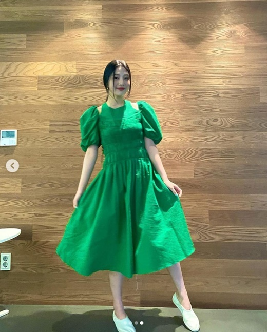 Red Velvet member Joy has exploded a bland charmJoy posted several photos on his instagram on the 9th with an article called Green.In the open photo, Joy is wearing a green dress and is showing off her fresh charm. Beautiful looks also steal her attention.Meanwhile, Joy is actively working as Solo debut on the special album Hello on the 31st of last month.