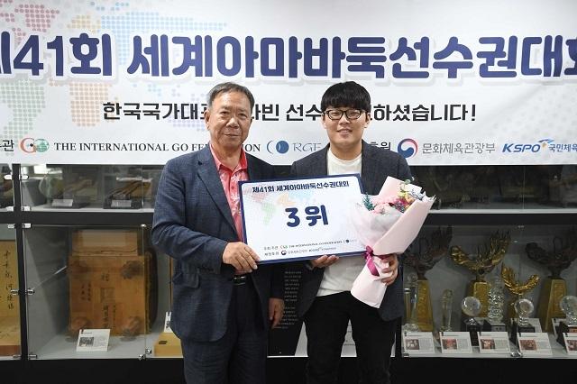 박정채 국제바둑연맹 회장, 김다빈(왼쪽부터). 사진=한국기원 제공