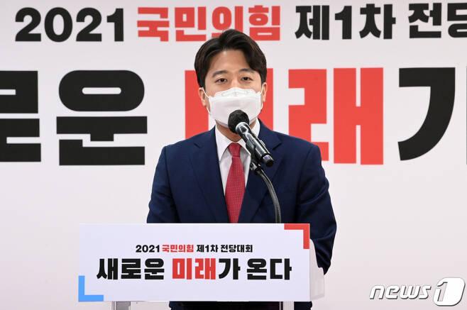 이준석 국민의힘 신임 대표가 11일 오전 서울 영등포구 국민의힘 당사에서 열린 전당대회에서 수락 연설을 하고 있다. /사진제공=뉴스1