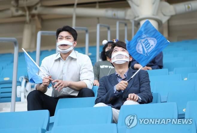 야구장 찾은 이준석과 김용태 [연합뉴스 자료사진]