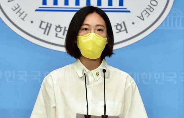 장혜영 정의당 의원이 이준석 국민의힘 신임 당대표에게 축사 인사를 전하면서 '능력주의'의 위험성을 경계하자는 메시지를 보냈다. /사진=연합뉴스