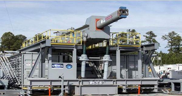 미 해군이 레일건 발사 시험을 준비하고 있는 모습. /사진=미 해군 홈페이지