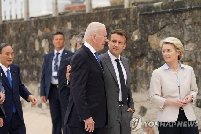 G7 정상회의 기념사진 [AFP=연합뉴스]