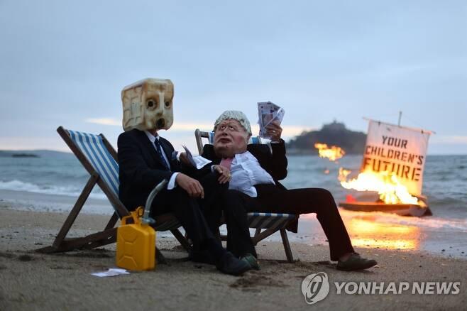 G7 정상회의 시위대 [로이터=연합뉴스]