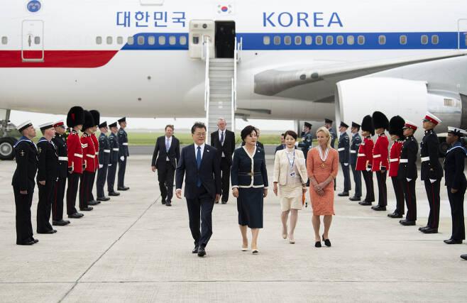 문재인 대통령 내외의 영국 입국 장면.[사진=플리커 G7정상회의 계정]