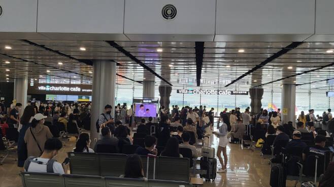 지난 11일 인천국제공항에 제주행 비행기를 타려는 탑승객이 몰려있다. [매경 DB]