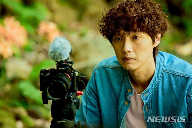 [서울=뉴시스] 영화 '빛나는 순간' 지현우. (사진=명필름 제공) 2021.06.14 photo@newsis.com