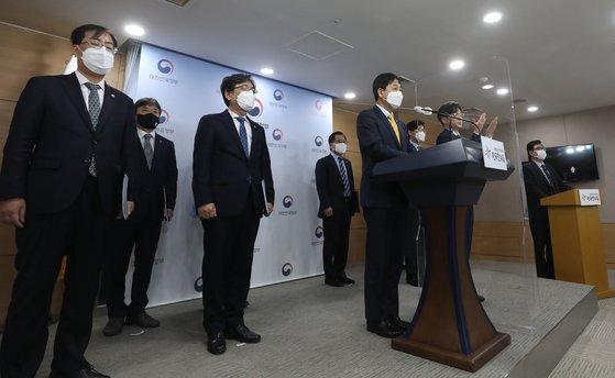 구윤철 국무조정실장이 지난 4월 13일 서울 종로구 정부서울청사에서 일본의 후쿠시마 원전 오염수 관련 일본 동향 및 우리 정부 대응 계획을 발표하고 있다. 뉴스1