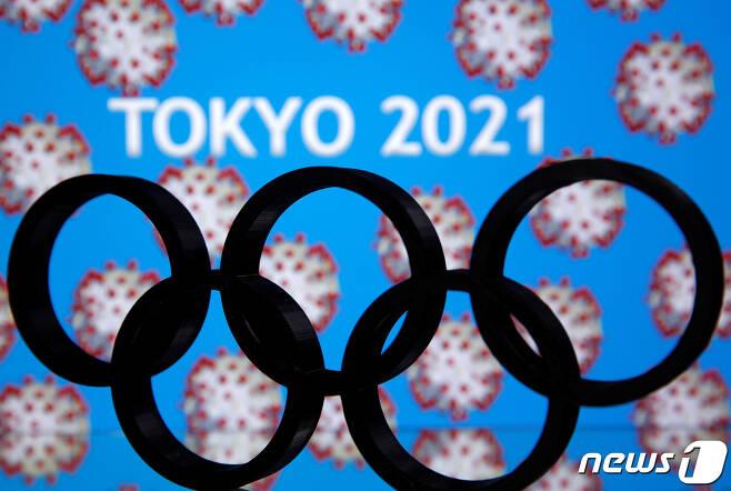 아베 신조 일본 총리가 토마스 바흐 국제올림픽위원회(IOC) 위원장에게 2020 도쿄올림픽 1년 연기를 제안했고, 바흐 위원장도 이를 받아들였다. © 로이터=뉴스1 © News1 신웅수 기자