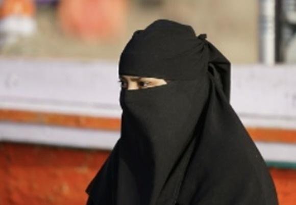 눈을 제외하고 얼굴을 덮는 니캅 착용 자료사진. 사진은 본문과 직접적인 관련이 없음. 픽사베이 제공