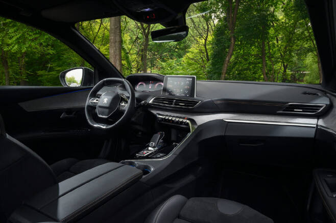 푸조 3008 SUV 실내.
