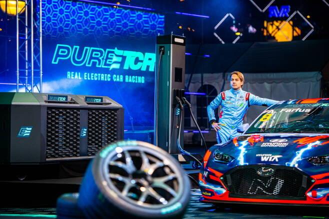 현대자동차는 전기차 경주 대회 '퓨어 ETCR' 대회에 출전하고 있다. /사진제공=현대자동차