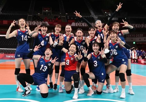 사진=연합뉴스, 일본을 꺾은 한국 여재 배구 대표팀