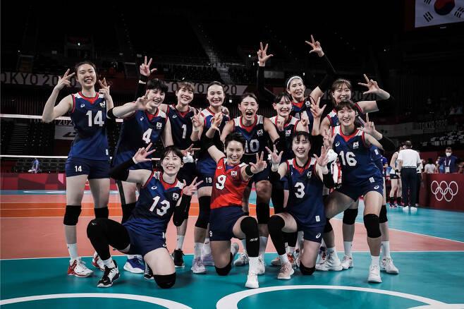 8강 진출을 확정지은 뒤 기뻐하는 대표팀 선수들. 사진=FIVB