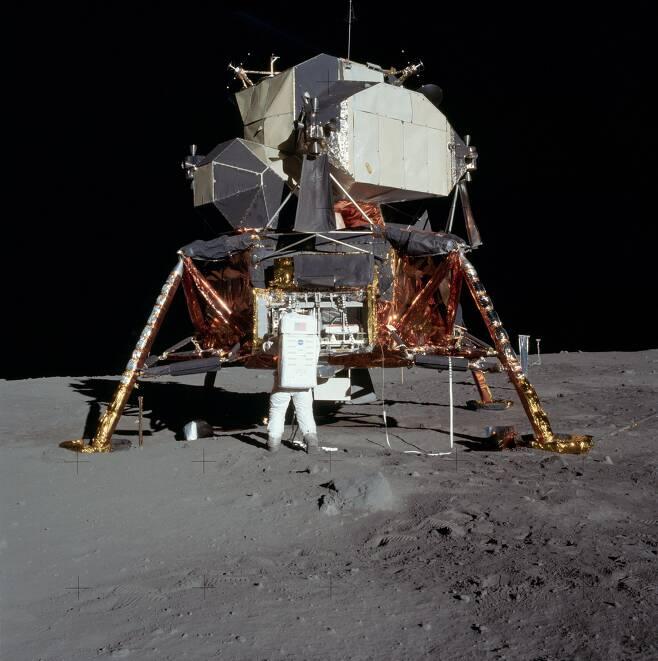 1969년 7월 20일 인류 최초로 달에 착륙한 우주인 버즈 올드린과 착륙선 이글호./NASA