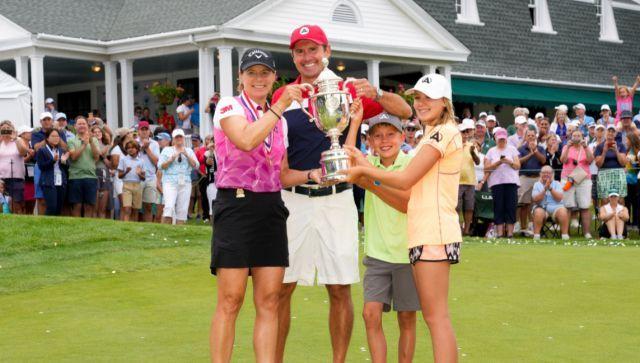 US.시니어여자오픈에서 우승한 안니카 소렌스탐(왼쪽부터)과 캐디백을 멘 남편 마이크 맥기, 아들 윌, 딸 아바의 모습. /사진=USGA 홈페이지