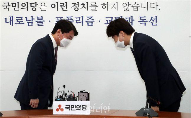 (오른쪽부터) 이준석 국민의힘 대표와 안철수 국민의당 대표 ⓒ데일리안 홍금표 기자