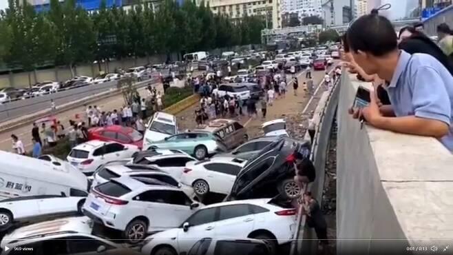 중국 허난성 정저우시 징광 지하차도 (출처: 유튜브)