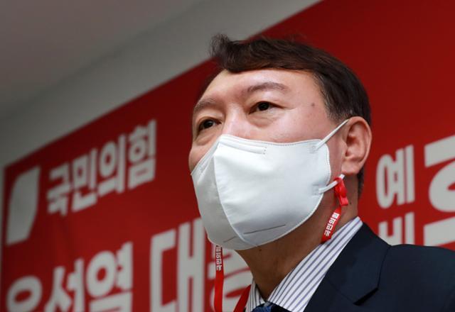 윤석열 국민의힘 대선 예비후보가 3일 오후 서울 은평구 은평갑 당원협의회를 방문해 인사말을 하고 있다. 뉴스1